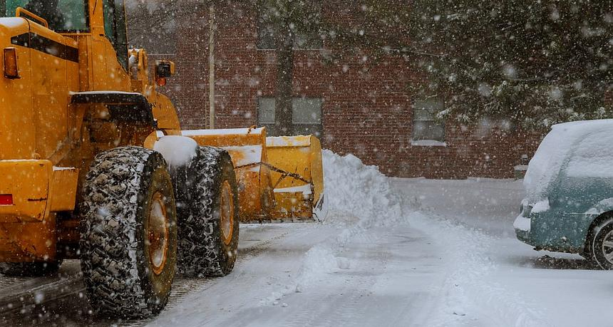 5 Signs You Need a Snow Removal Service